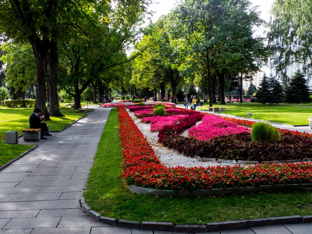 одна тех, кремлевский сквер в москве фото или отправьте